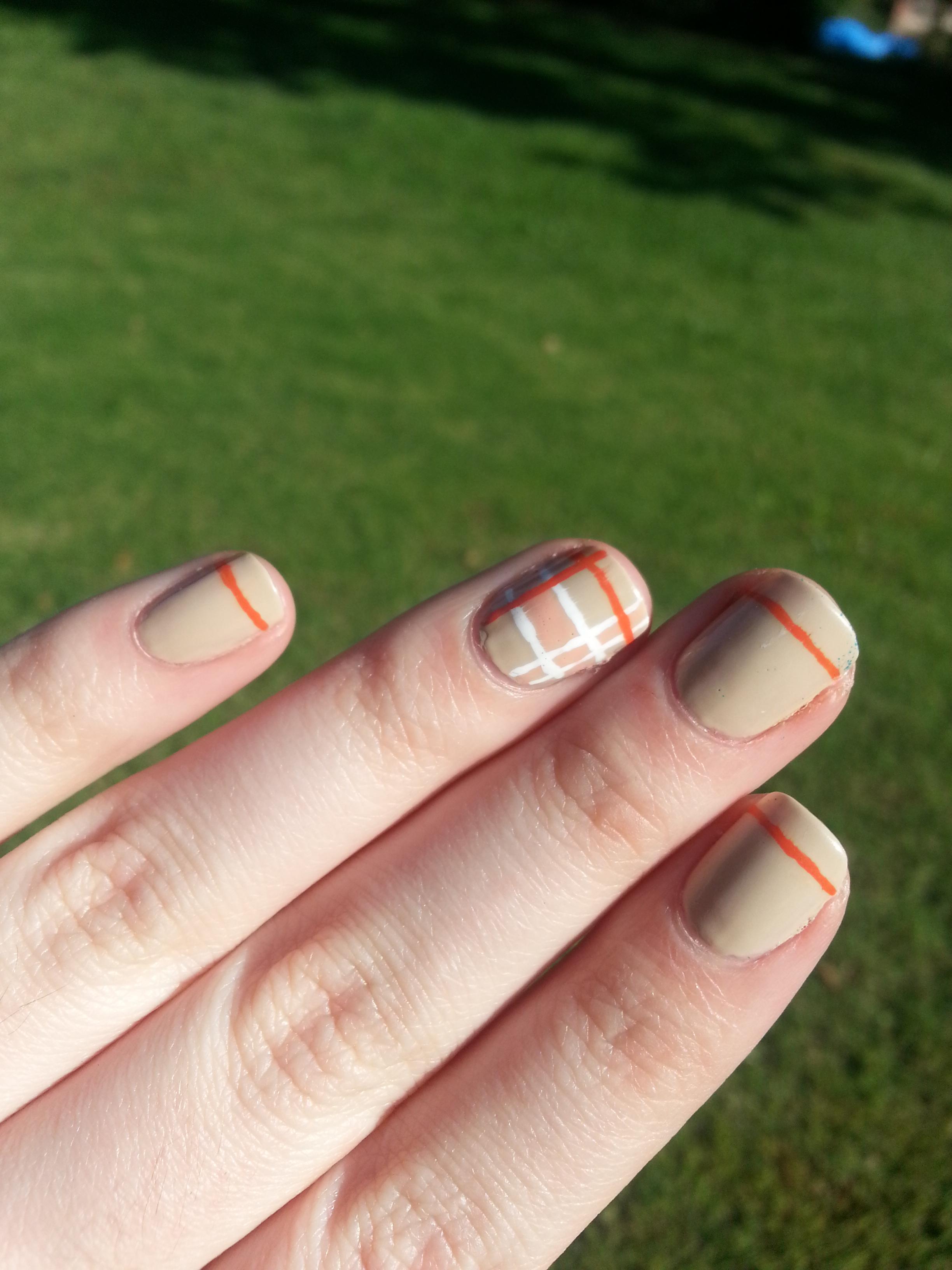 Nail Art Challenge September 30: Plaid | Nood Mood