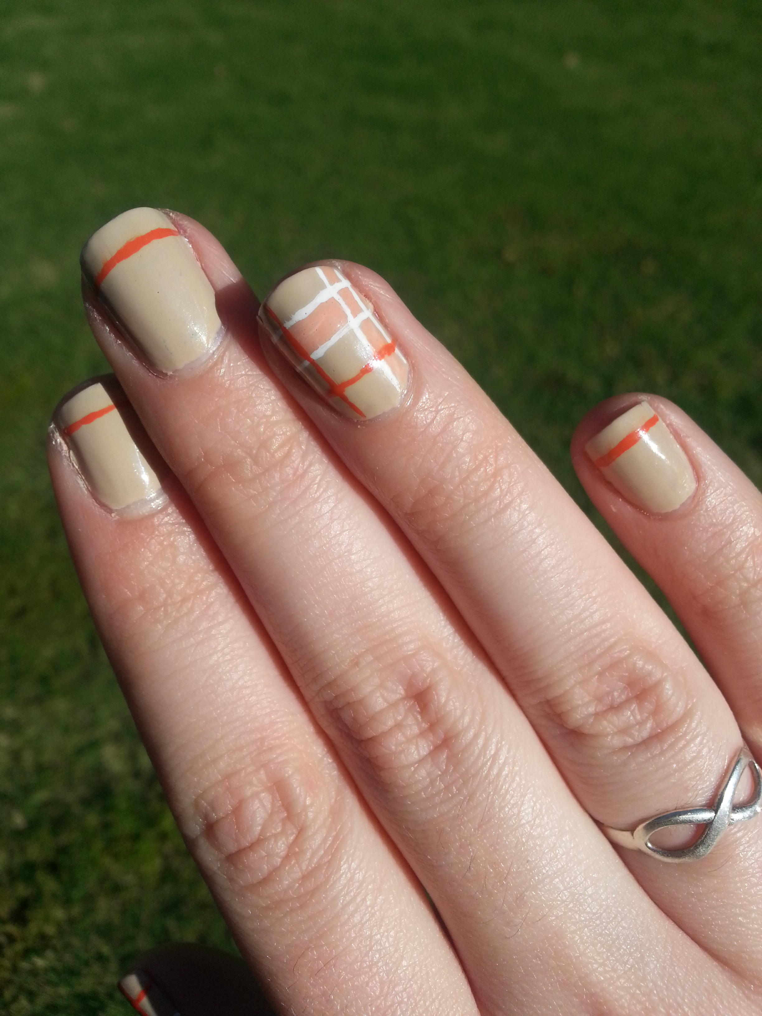 Nail Art Challenge September 30: Plaid | Nood Mood